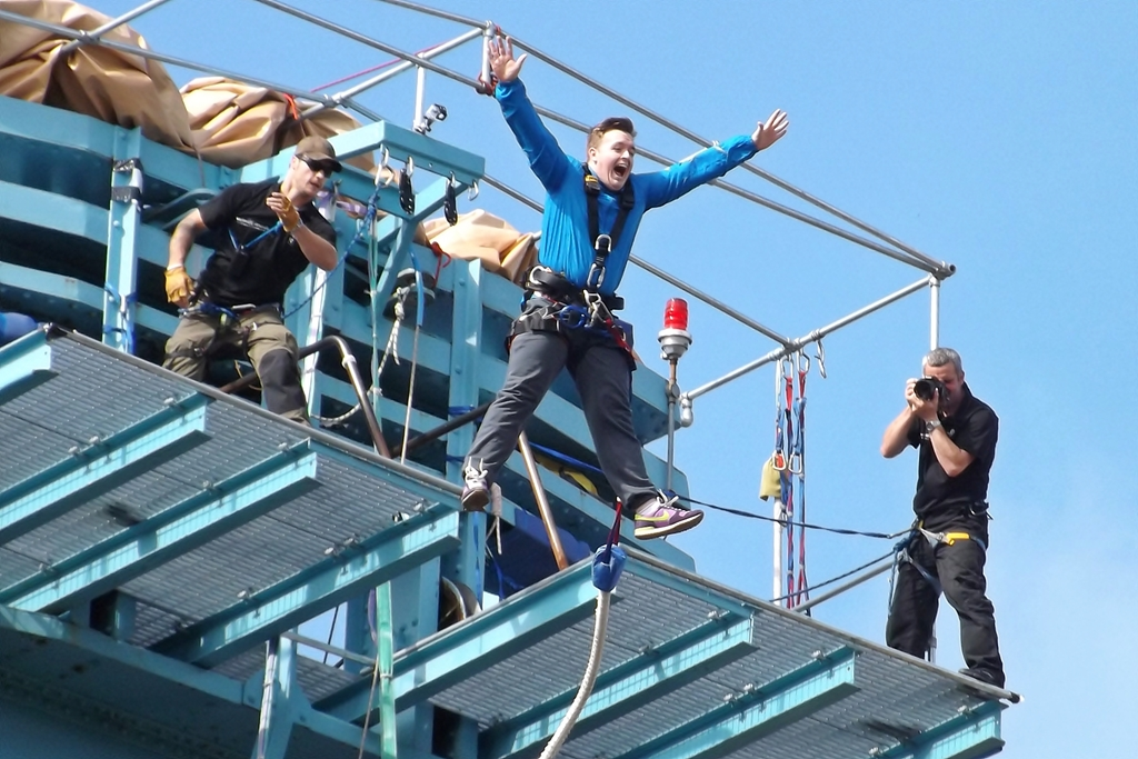 Top 6 Tips for First-Time Bungee Jumpers: